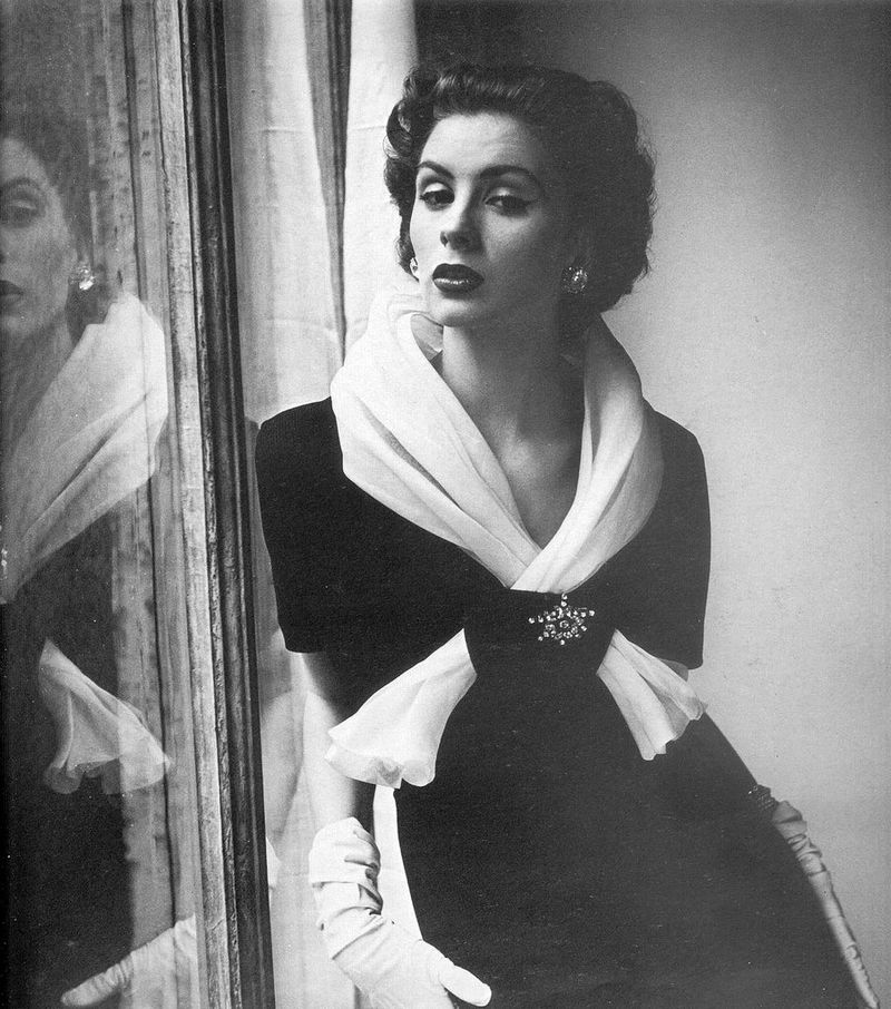Henry_Clarke_1952_Suzy_Parker_wearing_Givenchy.211103205_large